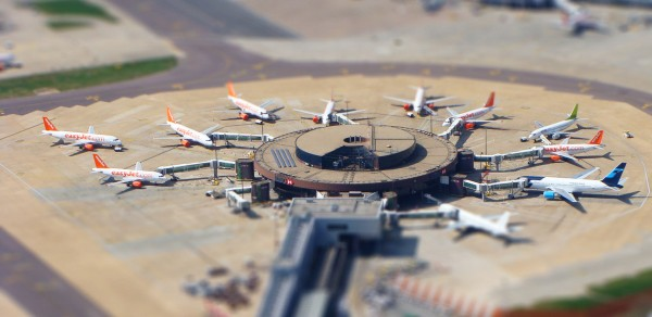 Gatwick Airport 600x292 Tilt shift miniature effect tutorial