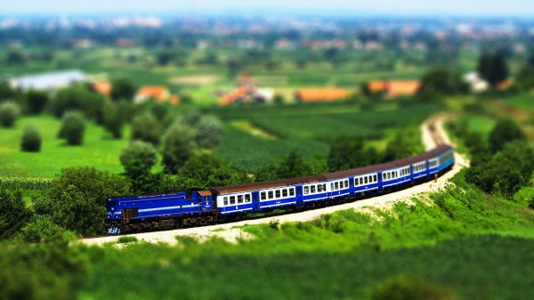 train tilt shift 600x337 Tilt shift miniature effect tutorial